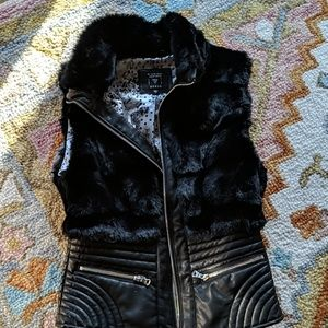 Faux fur and leather Guess fashion veat
